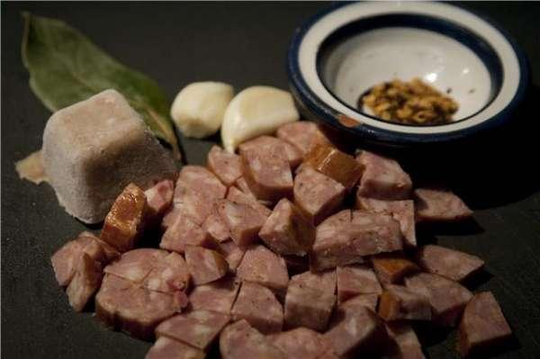 συνταγή για βίδες με μπροκολάκια και πεπεροντσίνο με σάλτσα λουκάνικου