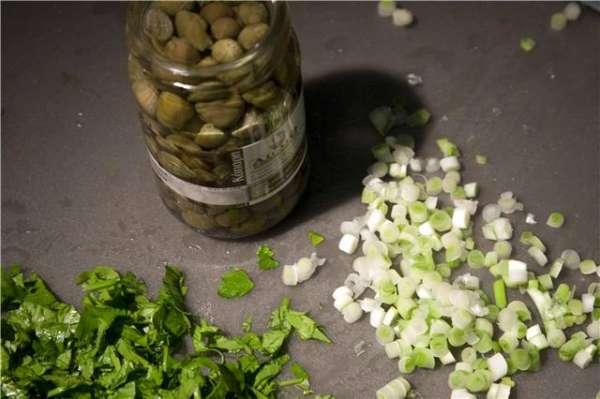 Υλικά για πατατοσαλάτα με σπιτική μαγιονέζα