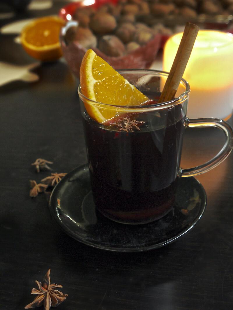 Gluhwein - Γκλουβάιν: Ζεστό κρασί με αρωματικά
