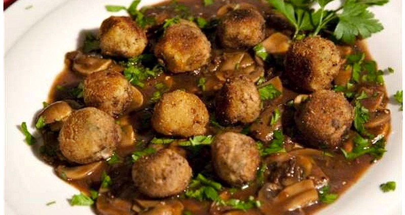 Super-mini meatballs in mushroom sauce