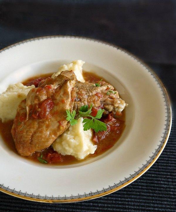 κοτόπουλο κοκκινιστό με πουρέ πατάτας