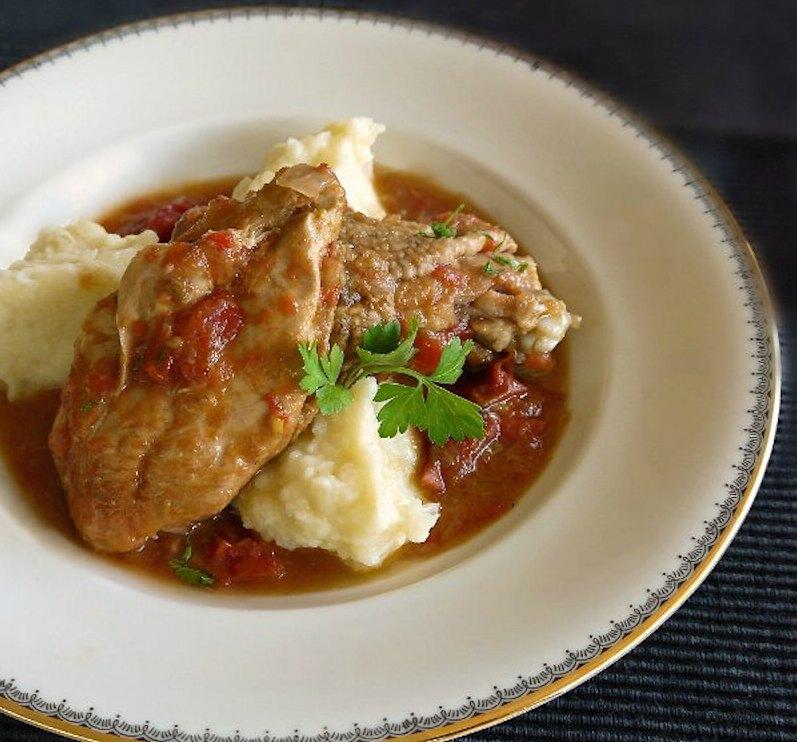 κοτόπουλο κοκκινιστό με πουρέ - hit συνταγή της μαμάς