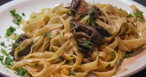 tagliatelle with mushrooms and tomato sauce