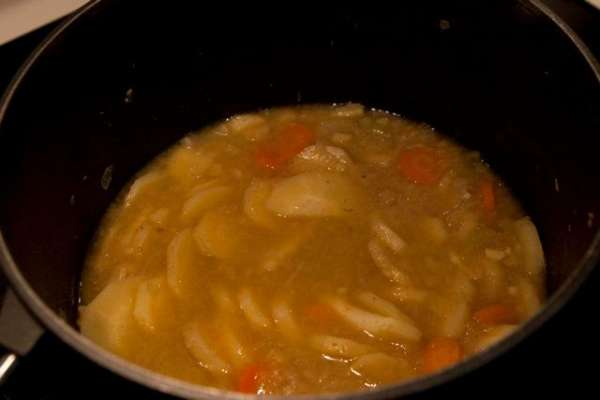 Parsnip soup with curry