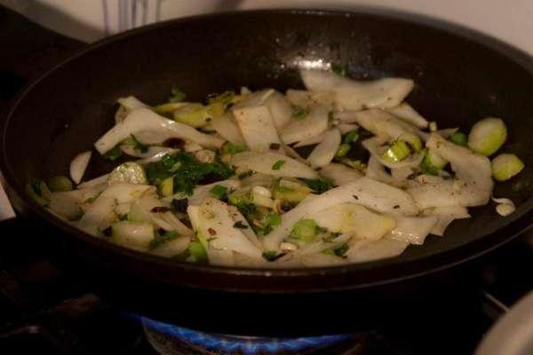 γαρίδες φλαμπέ με ούζο και μάραθο