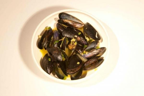 Steamed mussels with Ouzo and Saffron