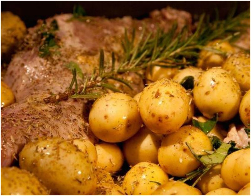crispy roast lamb with potatoes