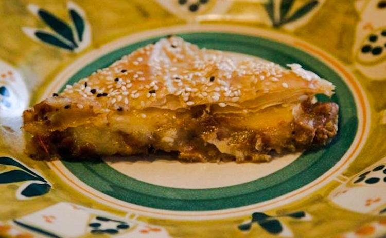 Μουσακάς σε φύλλο πίτας ή πίτα με μελιτζάνες και κιμά