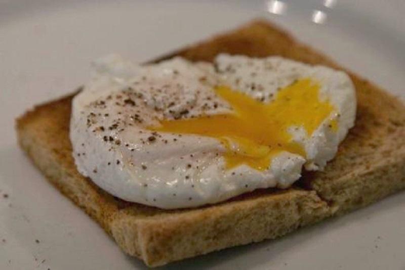 αυγά ποσέ με σπαράγγια: το τέλειο κυριακάτικοπρωινό