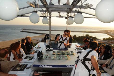 dinner in the sky - δείπνο στον ουρανό