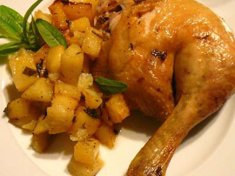 κοτόπουλο με πατάτες και λουίζα