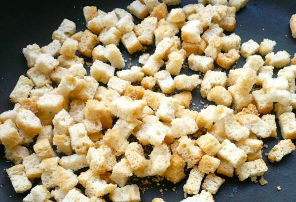 croutons for gazpacho, the Spanish cold tomato soup