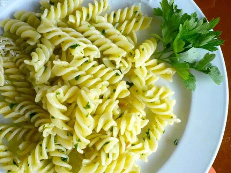 ελαιόλαδο και σκόρδο: η διάσημη φτωχή (σάλτσα) των ζυμαρικών