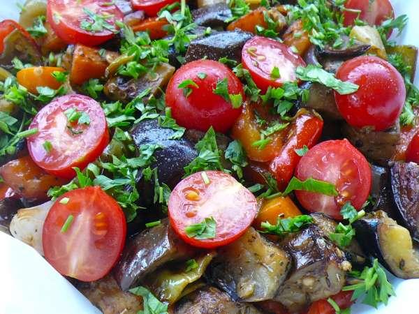λαχανικά σε χαρτί - ψητά λαχανικά στη λαδόκολλα