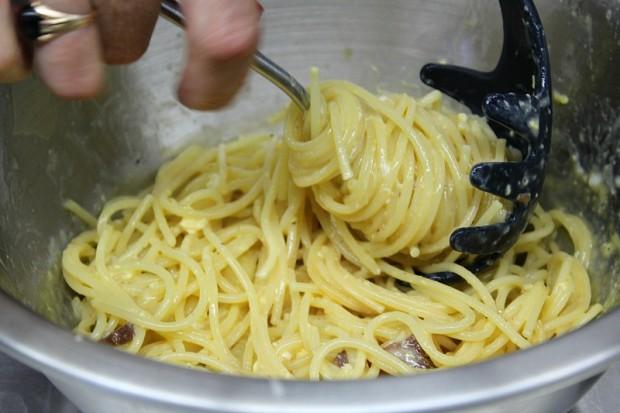 authentic italian spaghetti carbonara