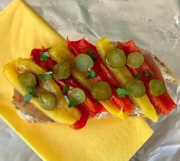 Σάντουιτς με ζαμπόν και πιπεριές - ταπεράκι στο γραφείο