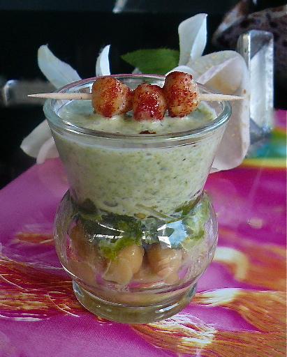 σούπα ρεβύθια με σπανάκι σε ποτήρι (verrine)