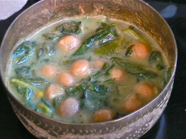 αρωματική σούπα ρεβύθια με σπανάκι
