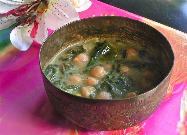 σούπα με σπανάκι και ρεβύθια