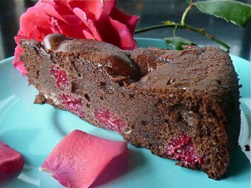 τούρτα σοκολάτα με κόκκινα βατόμουρα και ρούμι