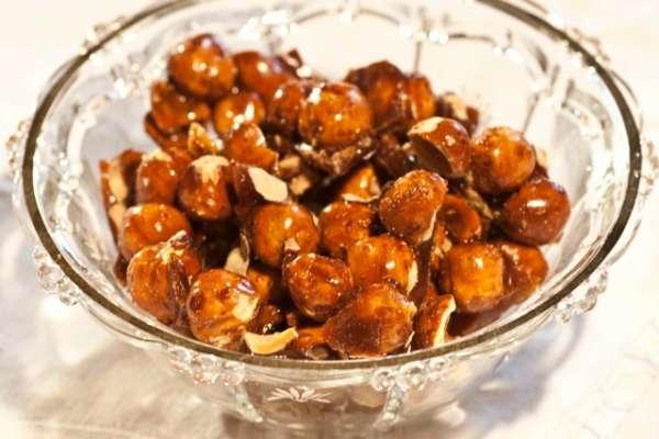 τραγανά καραμελωμένα φουντούκια: συνταγή απ' την γιαγιά Ηώ