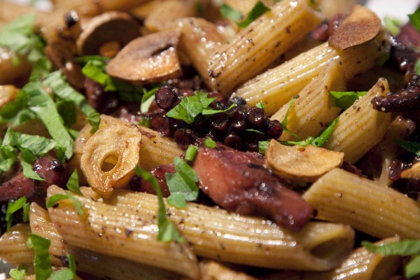 φρέσκες πένες με χταπόδι - συνταγές για κούλουμα