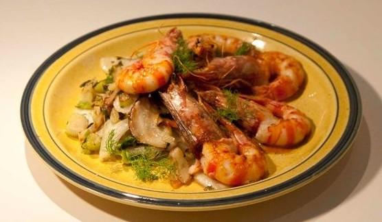 γαρίδες flambé με ούζο και φινόκιο - συνταγές για κούλουμα