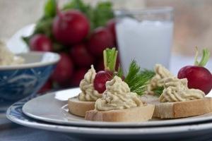 ρεγγοσαλάτα (συνταγή) σερβιρισμένη σε μπουκιές - τέλειος ουζομεζές