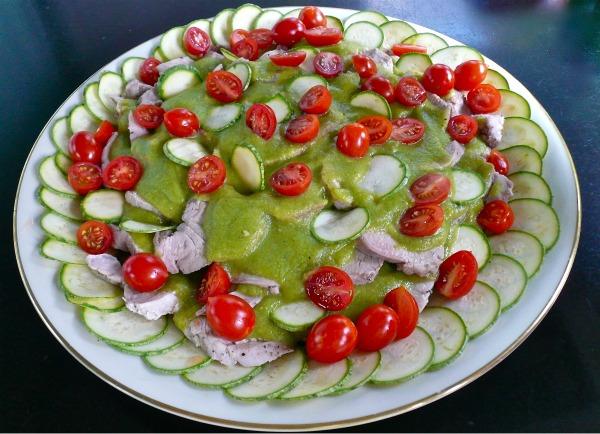 φιλέτο χοιρινό με σάλτσα κολοκυθιών και ντοματίνια