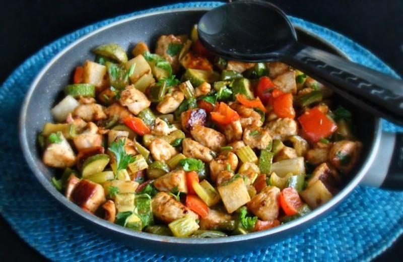 γαλοπούλα με λαχανικά και κάρυ
