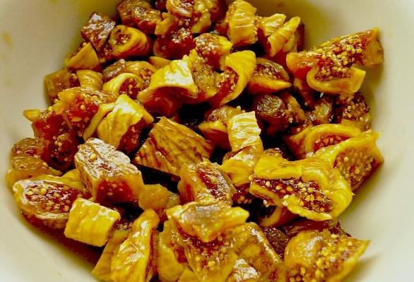 χοιρινό γεμιστό ρολό με σύκα σε σάλτσα πορτοκαλιού