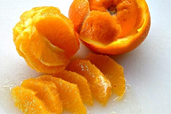 σαλάτα ρεβύθια με πορτοκάλι και φινόκιο-πορτοκάλι σε καθαρές φέτες