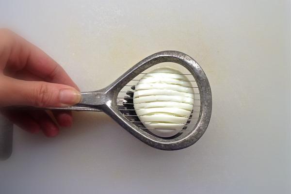 αυγό βραστό σφιχτό σε φέτες