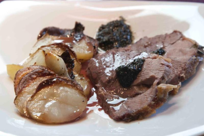 μπούτι από αρνάκι Ουαλίας με πατάτες μπουλανζέ