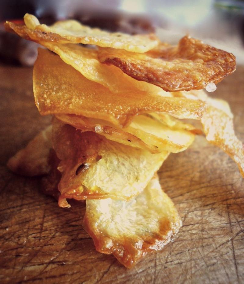 Σπιτικά τσιπς πατατάκια στο φούρνο