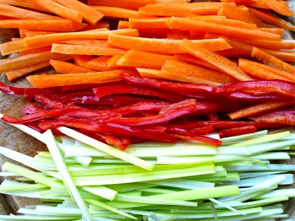 λαχανικά ζουλιέν - juliennes | συνταγή σολομός ψητός στο χαρτί με αρωματικά και λαχανικά