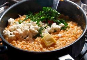 ριζότο καπρέζε - ριζότο με μοτσαρέλα, ντομάτα και βασιλικό