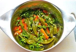 σουβλάκια με πεπόνι και μαριναρισμένες πιπεριές
