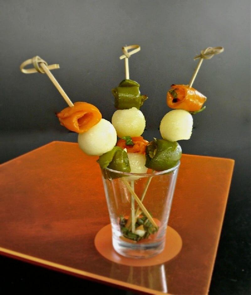σουβλάκια με πεπόνι και πιπεριές