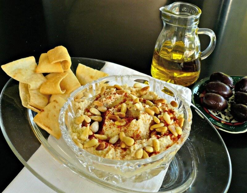 Εύκολο χούμους με ρεβίθια, ταχίνι και κουκουνάρι - χούμους συνταγές