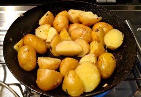 picantikes patates me kokkini piperia