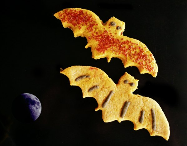spooky biskotakia me meli kai astrafteri zahari
