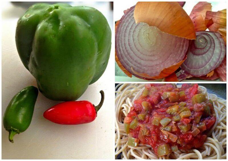 πικάντικη μακαρονάδα με σάλτσα ντομάτας, κρεμμύδι και πιπεριές