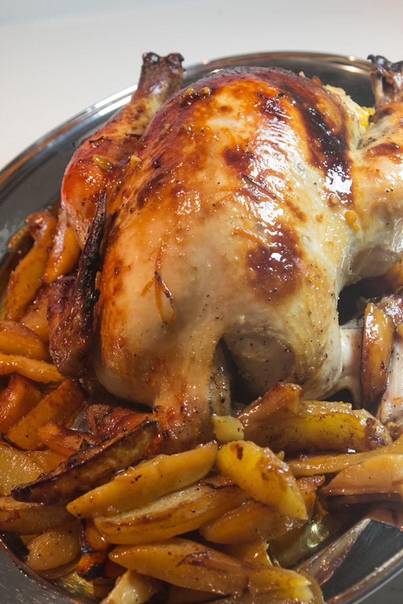 κοτόπουλο με πορτοκάλι και μέλι γεμιστό στο φούρνο