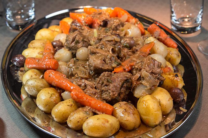 Ελιά μοσχαριού μαγειρεμένη με την γαλλική συνταγή της Προβηγκίας
