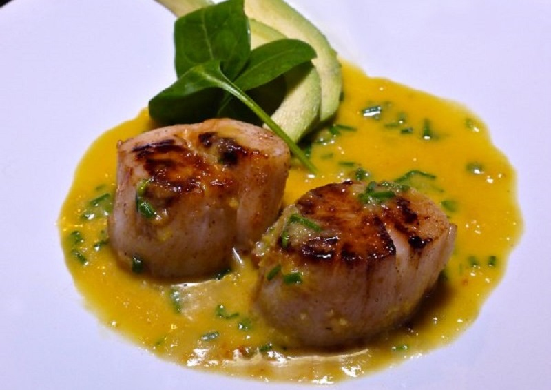 scallops in love: with orange juice, ginger and avocado