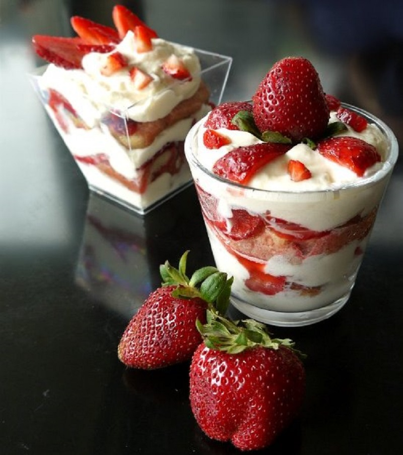 τιραμισού με φράουλες