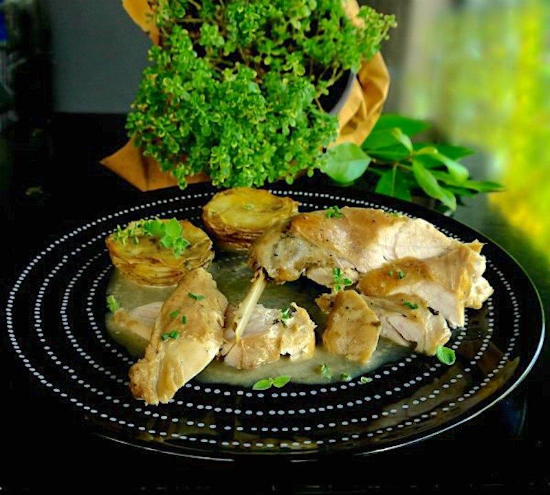 κουνέλι με λεμονοθύμαρο και πατάτες-μάφιν