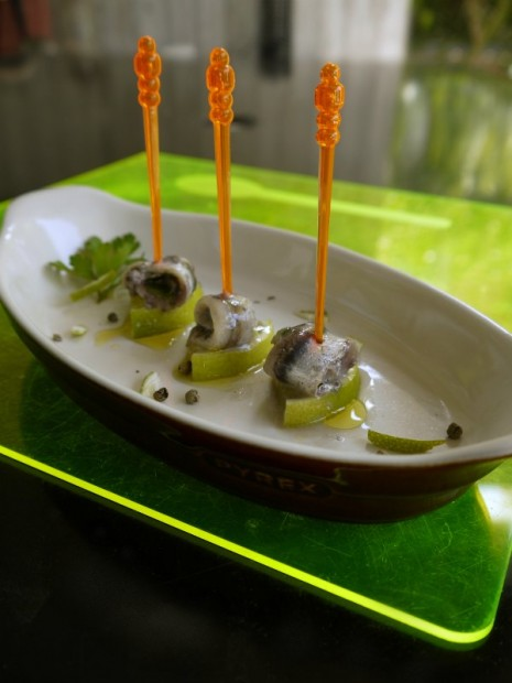 flavοurful marinated fresh anchovy with ginger and lime
