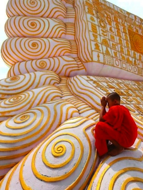 Kyaw Hlaing, Buddha's footprint